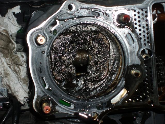 800 VN  Piston percé sur 800vn ,avez vous deja vu ca ??