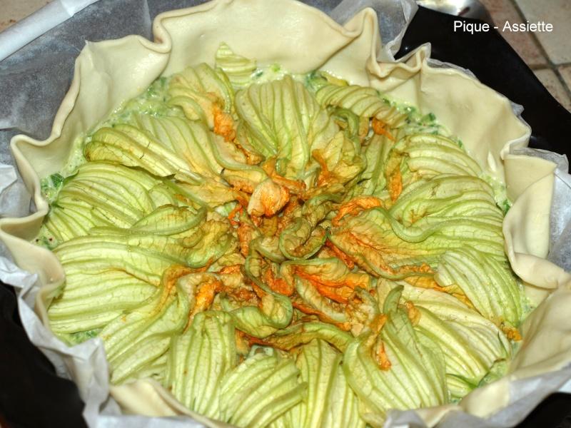 Tarte aux courgettes fleurie pique assiette - Fleurs de courgettes au four ...