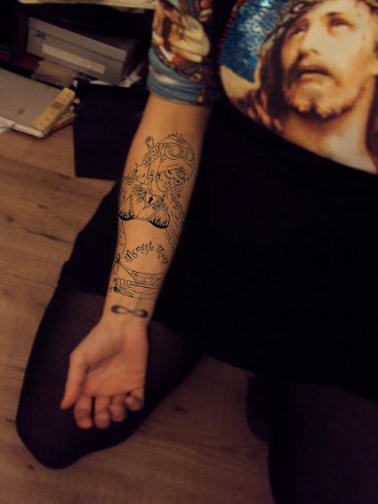 http://i23.servimg.com/u/f23/09/03/67/19/tattoo10.jpg