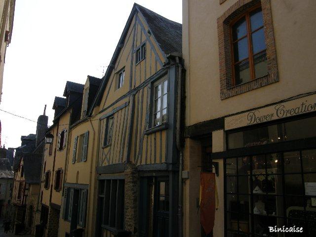 Laval 1/3 dans Pays de Loire et Touraine. p9221813