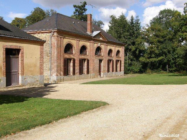 Château de Craon. Batiments annexes. 3/4 dans Pays de Loire et Touraine. p9242022