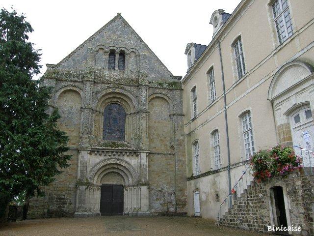 La Roé. Abbaye. dans Pays de Loire et Touraine. p9242029