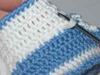 طريقة حذاء لطفل بالكروشيه خطوة بخطو بالصور،شرح حذاء لطفل بالكروشيه جديدة 2012 baby1810.jpg