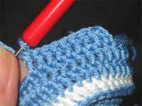 طريقة حذاء لطفل بالكروشيه خطوة بخطو بالصور،شرح حذاء لطفل بالكروشيه جديدة 2012 baby910.jpg