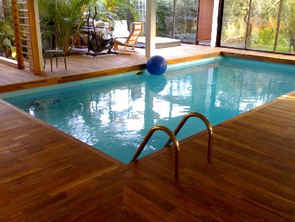 Piscine d 39 interieur for Eclairage interieur piscine